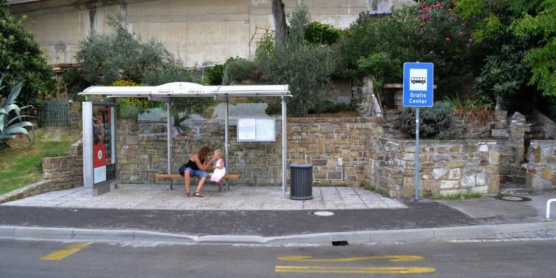 Przystanek przy parkingu