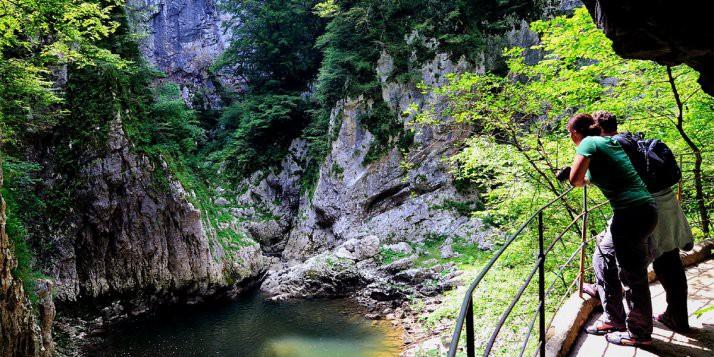 Jaskinie z zewnątrz